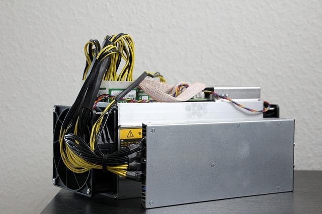 změť kabelů