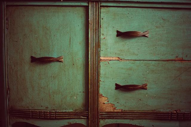 stará skříňka.jpg