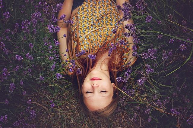 spánek v levandulích