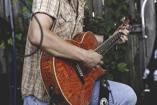 brnkání na kytaru