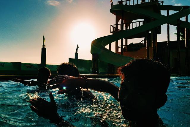 bazén v aquaparku