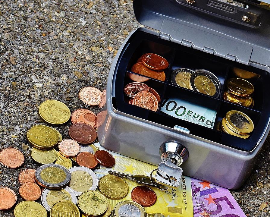 kasička s penězi
