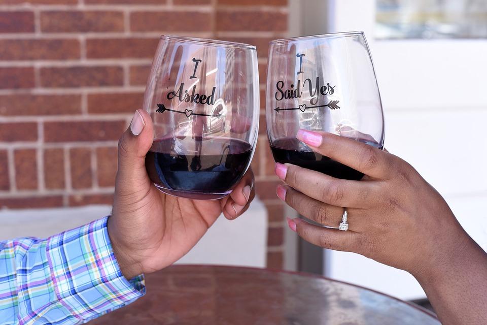 přípitek vína